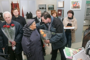 """KrAZ"" Congratulates Happy Spouses, Workers of ""AutoKrAZ"", on Occasion of their 80th Anniversary"